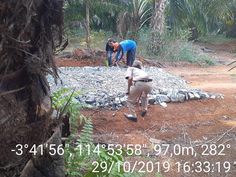 Pembuatan Jalan kebun Untuk Petani Karet dan Sawit